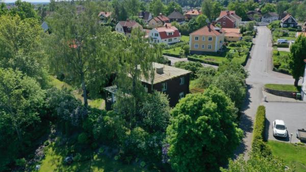 Bakom hägg och syrén på Blåsbo